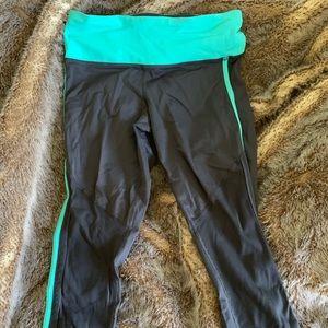 Lululemon athletica cropped sz 4 athletic leggings
